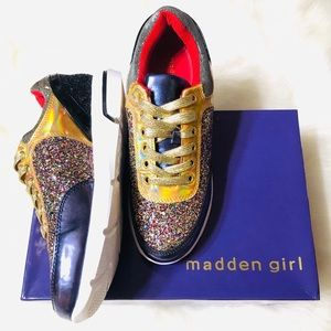 NEW Madden Girl Hayyess sneakers size 8